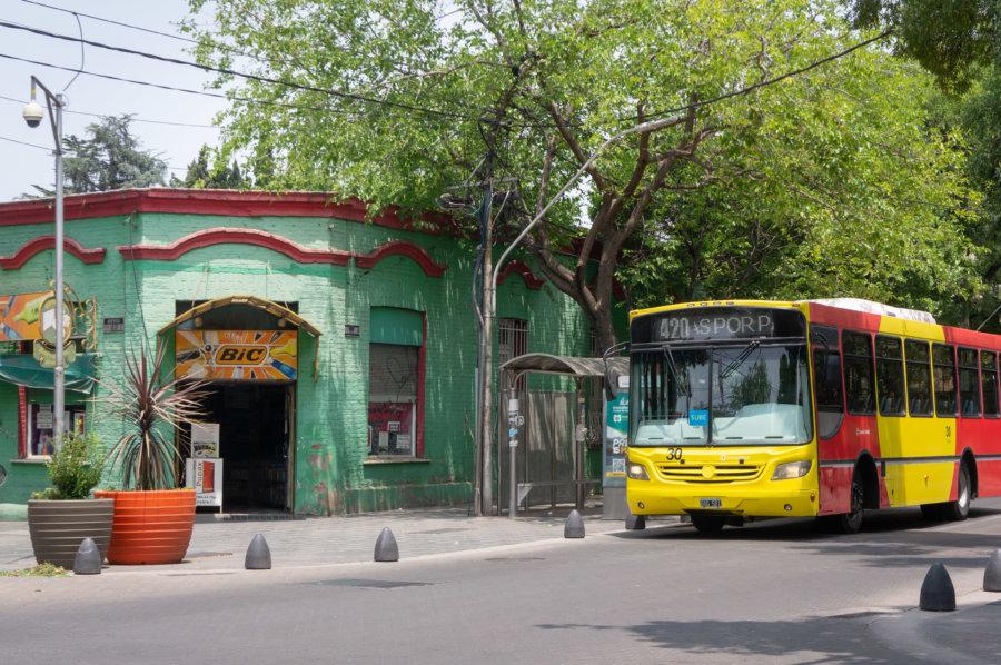 Rue de la ville de Mendoza en Argentine