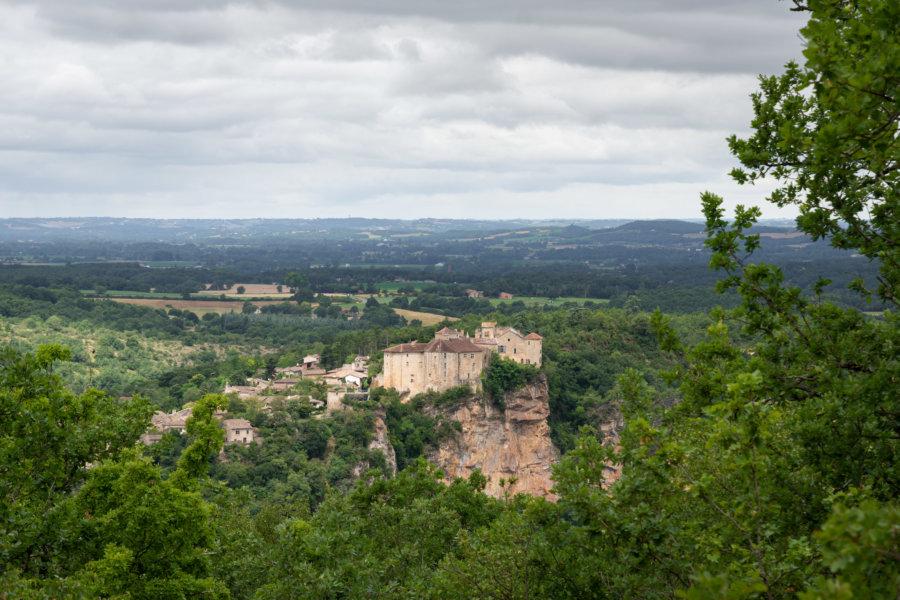 Château de Bruniquel sur un rocher