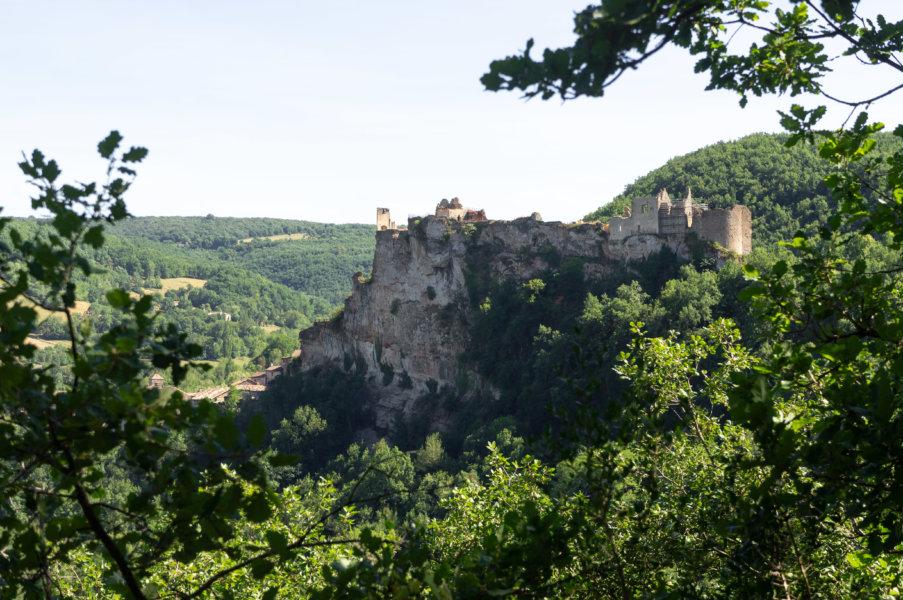 Randonnée avec vue sur le village de Penne