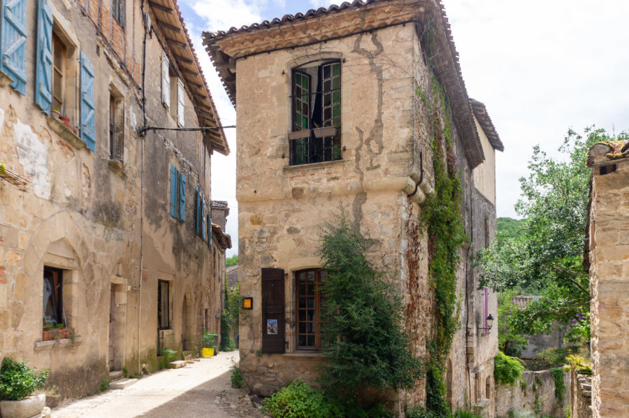 Vieille maison dans le village de Bruniquel