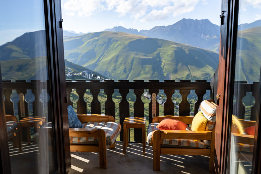 Balcon avec vue sur les montagnes des Pyrénées au Pla d'Adet