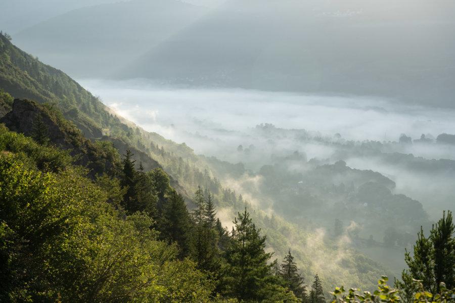 Lever de soleil avec brume à Saint-Lary-Soulan