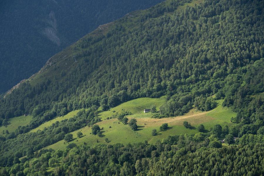 Paysage des Pyrénées l'été à Saint-Lary-Soulan