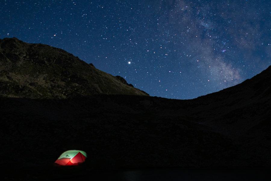 Bivouac sous tente dans les Pyrénées
