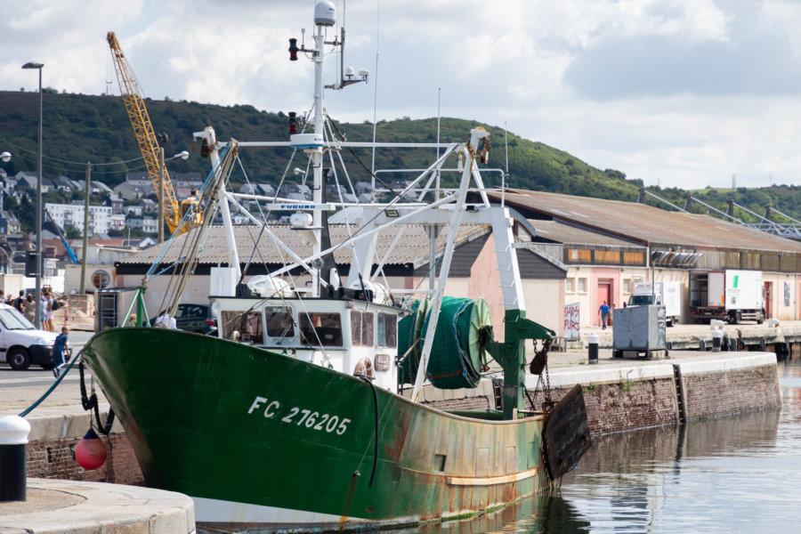 Bateau au port de Fécamp en Normandie