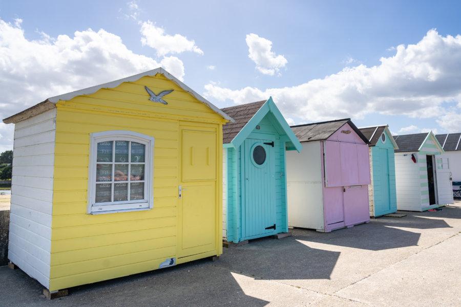 Cabines de plage de Saint-Aubin-sur-Mer, randonnée GR21 Normandie