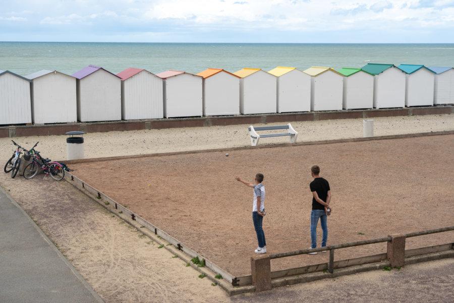 Pétanque et cabines de plage à Criel-sur-Mer