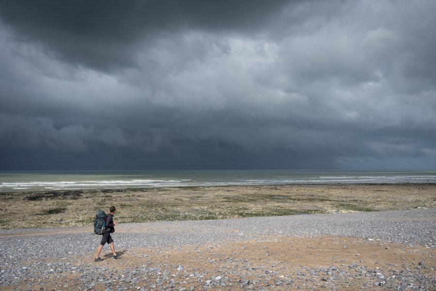Orage sur la plage de Saint-Marguerite-sur-Mer sur le tracé du GR21