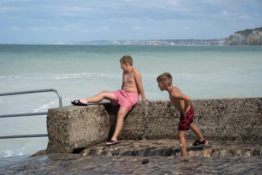 Enfants l'été à la valleuse des Moutiers