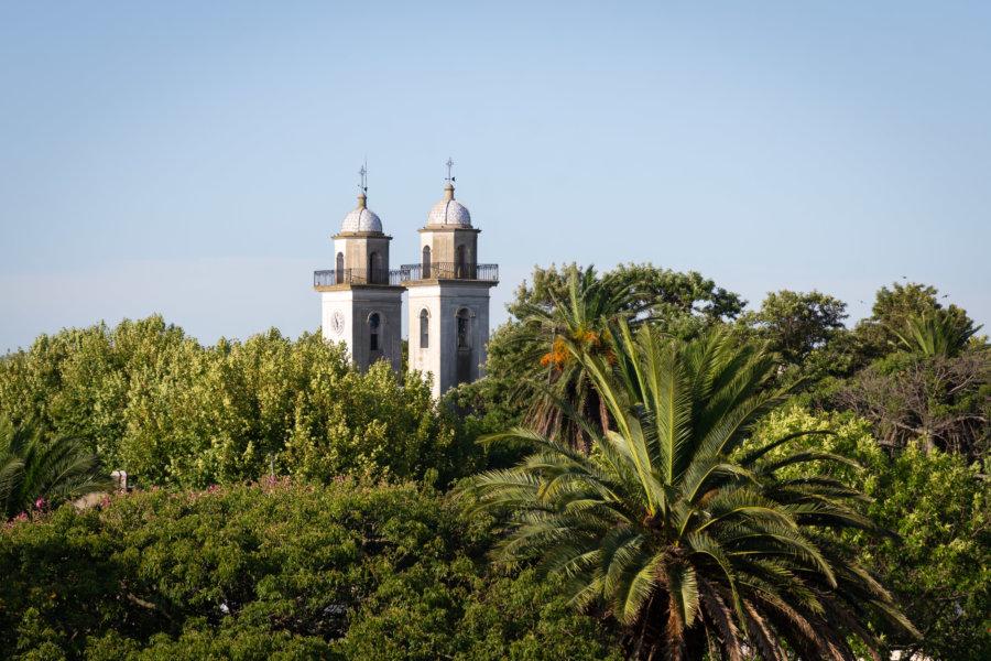 Vue sur Colonia et sa basilique depuis le phare