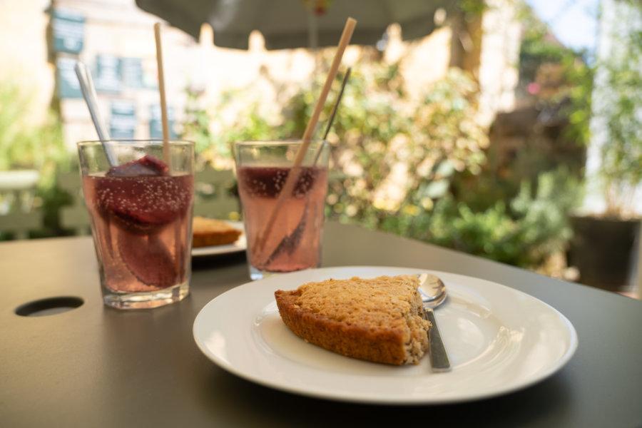Gâteau à la noix dans un salon de thé de Domme en Dordogne