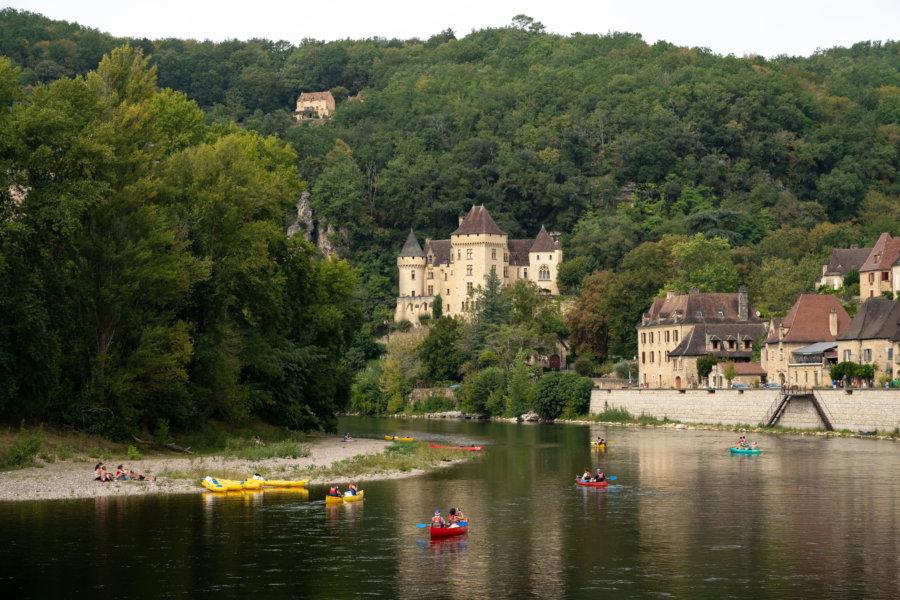 Canoës sur la Dordogne à La-Roque-Gageac