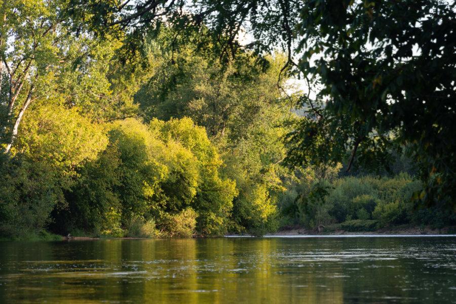 Promenade des pêcheurs au bord de la Dordogne à Vitrac