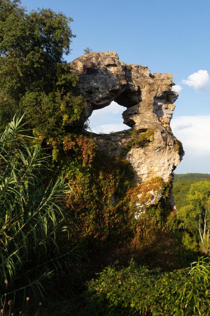La roche percée à Montfort, Vitrac, Dordogne
