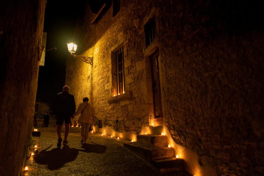 Ville de Sarlat de nuit, éclairée aux bougies