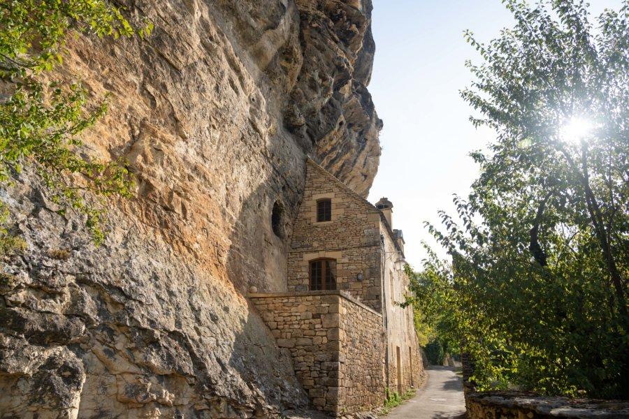 Visite de La-Roque-Gageac dans le Périgord noir : maison dans la roche