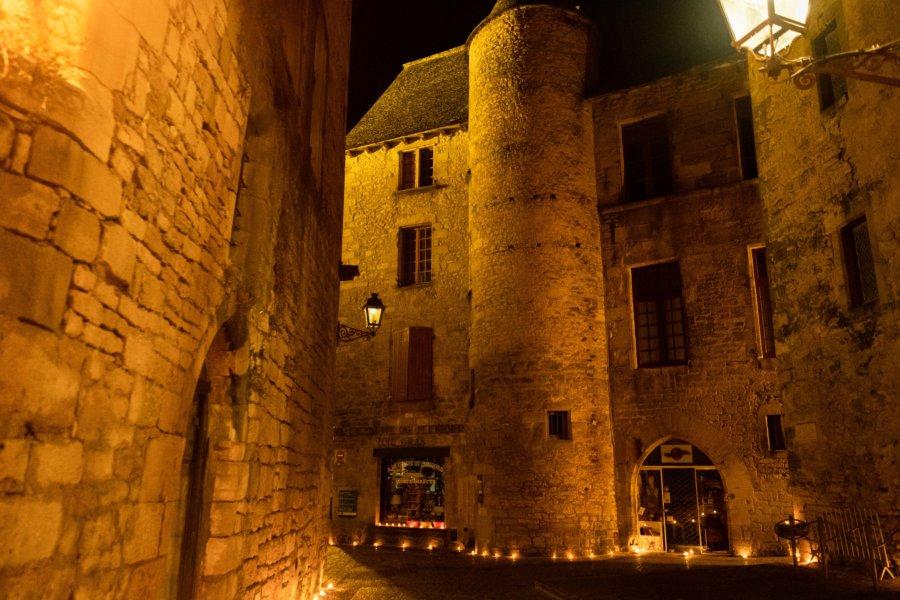 Visiter la ville de Sarlat en Dordogne de nuit