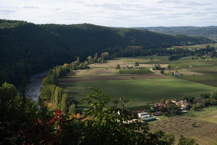 Panorama sur la vallée et le vignoble du Lot depuis Belaye