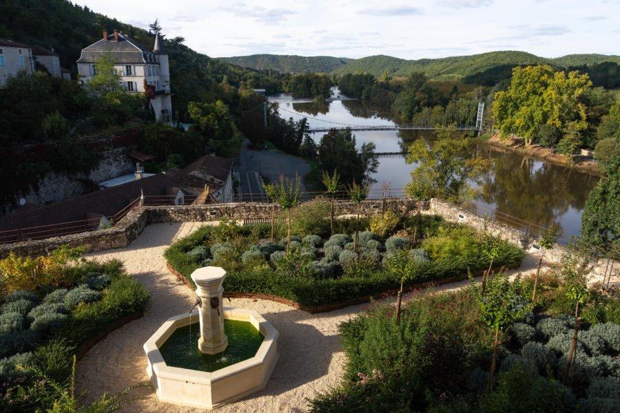 Jardin toscan à Albas avec vue sur le Lot