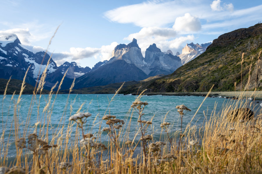 Lago Pehoé et montagnes des Cuernos en Patagonie