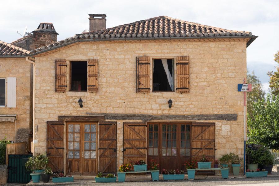 Village de Montcabrier dans le Lot