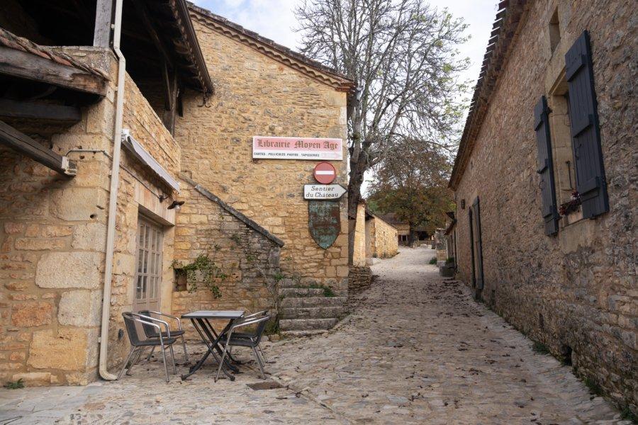 Village au pied du château de Bonaguil