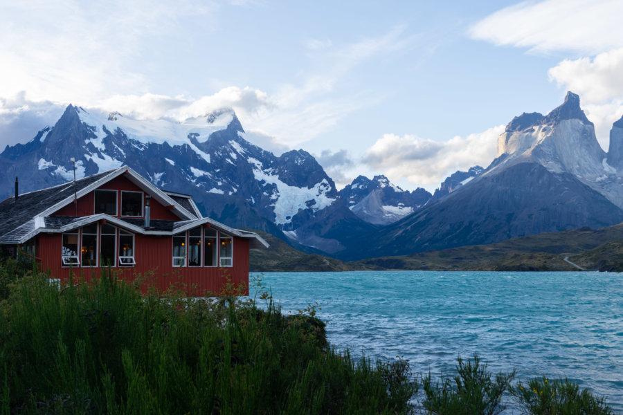Hôtel près du lac Pehoé dans le parc Torres del Paine