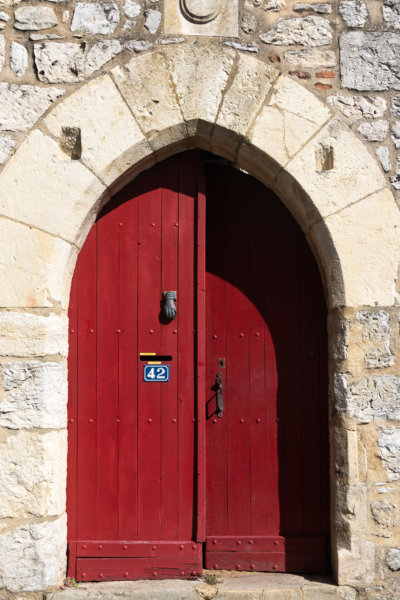 Vieille porte à Luzech, vallée du Lot
