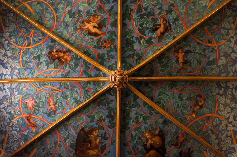 Plafond de la chapelle Carmel Sainte Mère de Dieu à Lectoure