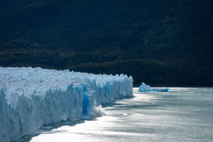 Glacier Perito Moreno et blocs de glace qui tombent