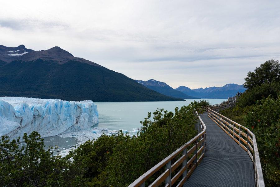Passerelle pour touristes près du Perito Moreno
