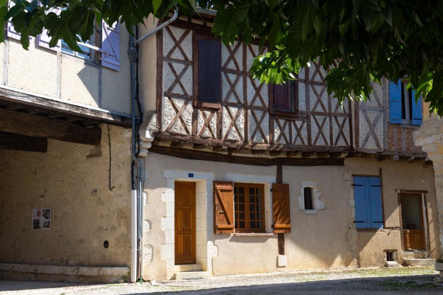 Maison de Sarrant, village du Gers