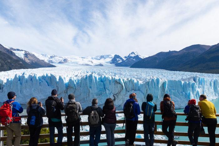 Touristes au Perito Moreno en Patagonie
