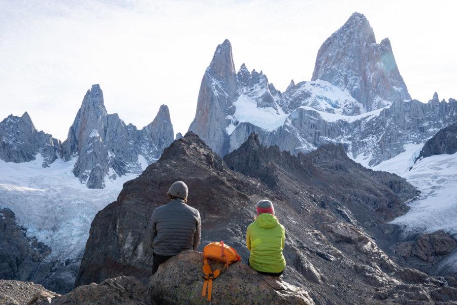 Randonneurs devant le Fitz Roy en Patagonie