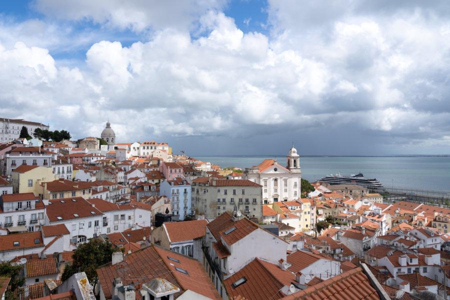 Mirador Portas do Sol : Alfama à Lisbonne