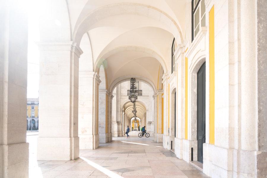 Arches de la place du commerce à Lisbonne