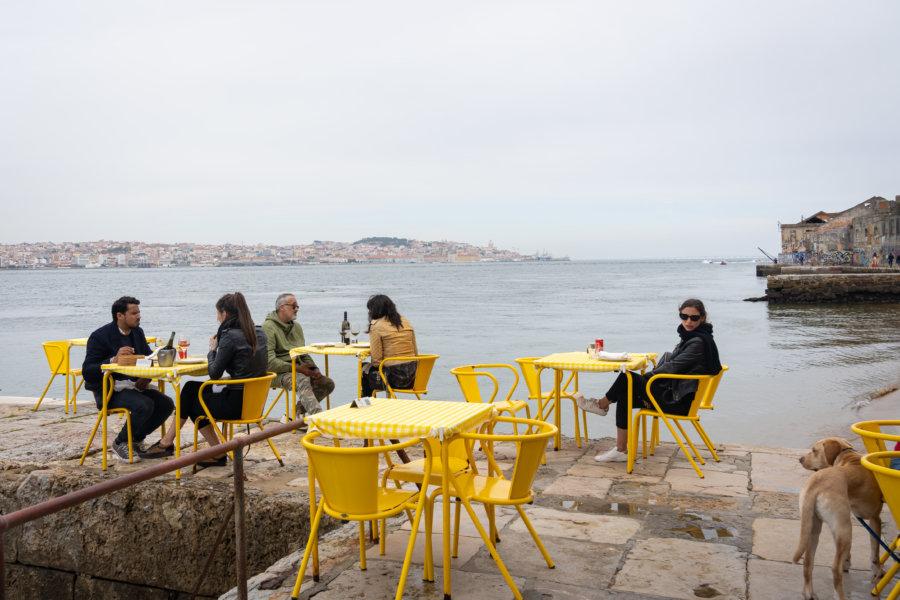 Restaurant Ponto final à Almada, Portugal