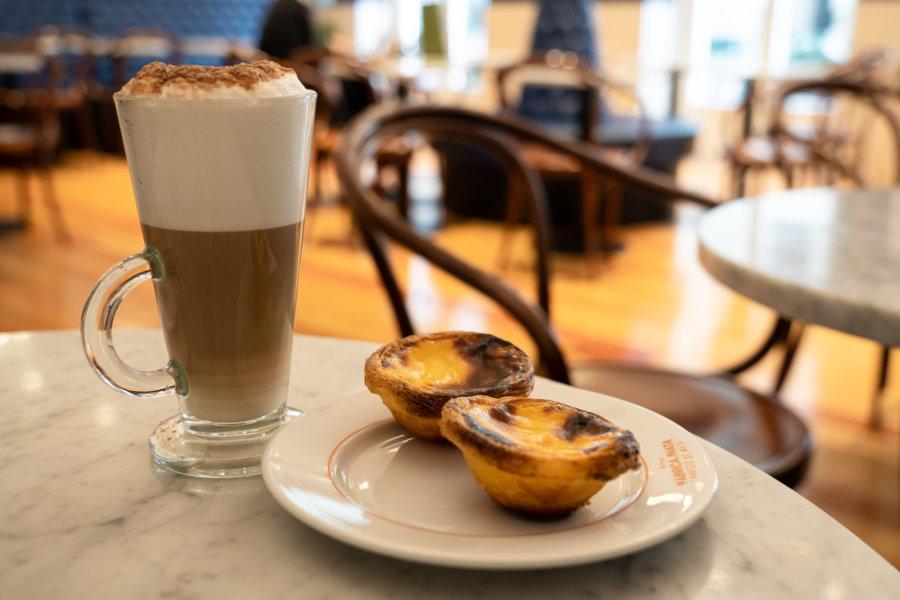 Café et pasteis à Lisbonne