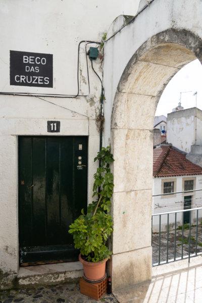 Passage dans le quartier d'Alfama à Lisbonne
