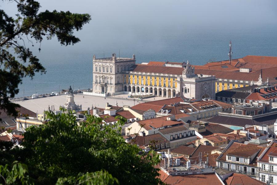 Vue sur la place du commerce depuis le château de Lisbonne