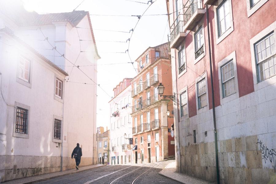 Rue dans le quartier d'Alfama à Lisbonne