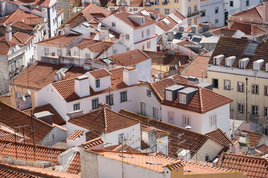 Toits des maisons, quartier d'Alfama à Lisbonne
