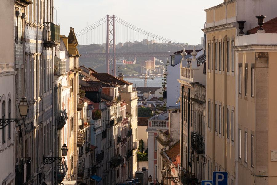 Rue de Lisbonne et pont du 25 avril
