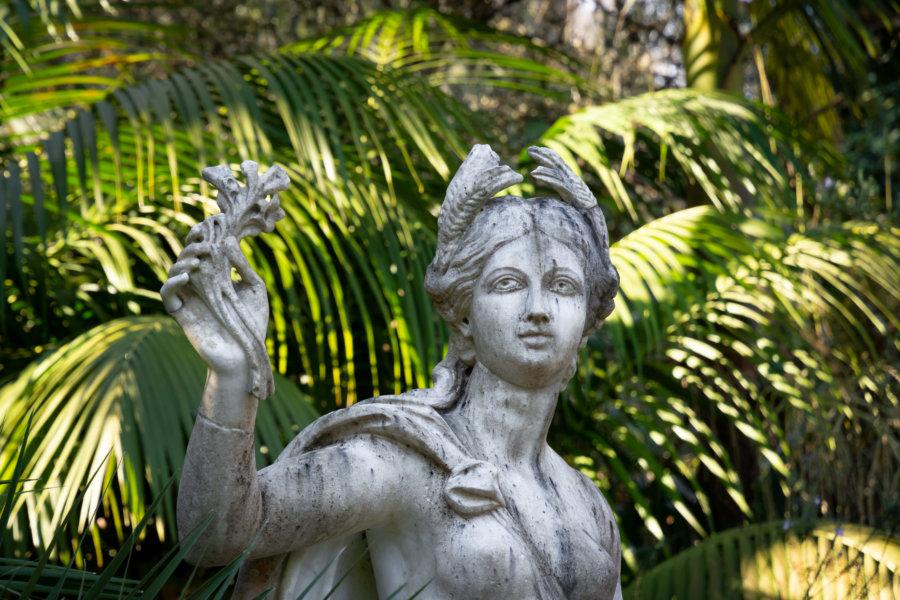 Statue dans le jardin de la Quinta da Regaleira à Sintra