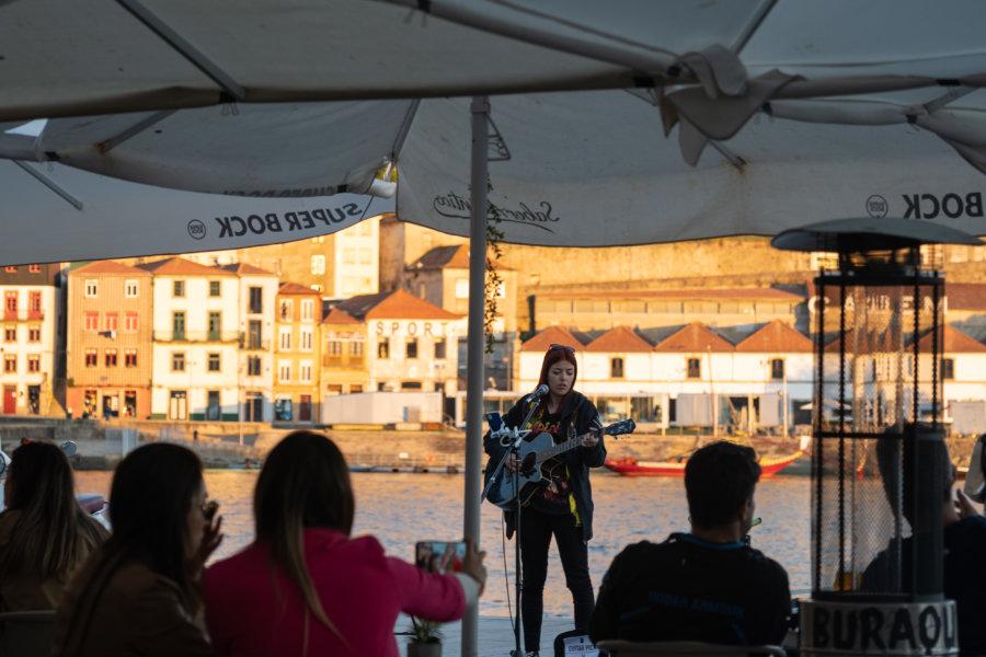 Concert sur les quais de Ribeira à Porto