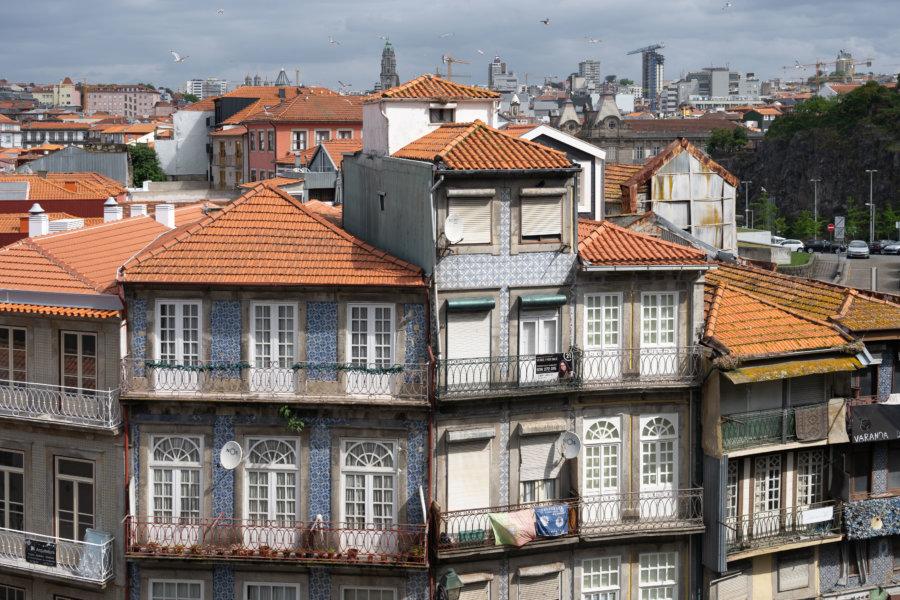 Immeubles de Porto vus depuis le parvis de Sé