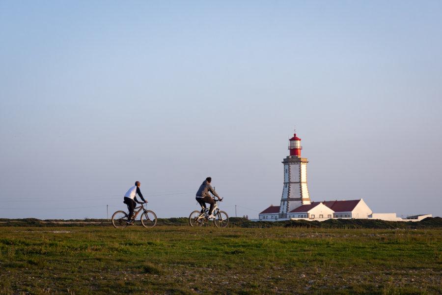 Vélos près du phare du Cap Espichel au Portugal
