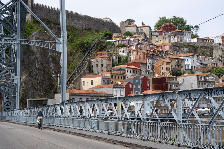 Promenade sur le Pont Dom Luis, maisons de Porto