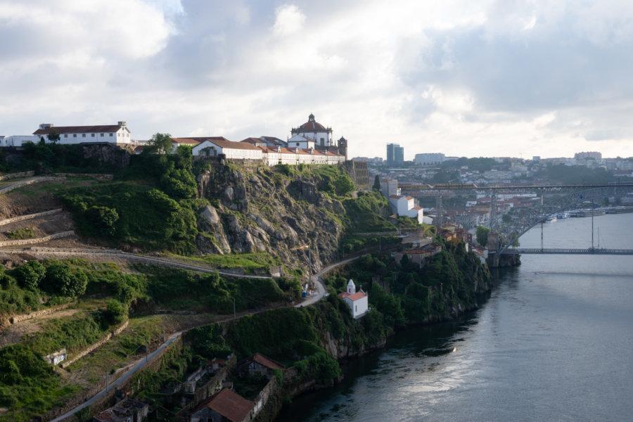 Le Monastère de Serra do Pilar depuis le Pont Infante à Porto