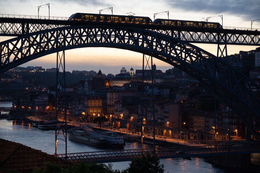Porto de nuit et le pont Dom Luis